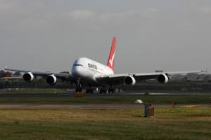qantas a380 landing sydney 300x200 qantas a380 landing sydney.jpg